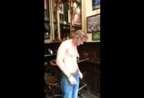 video whatsapp beber cerveza haciendo el pino